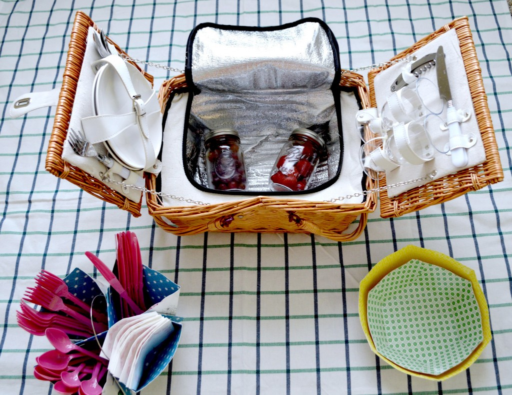 Tips for a Successful Picnic: Keep things simple! #SoFab